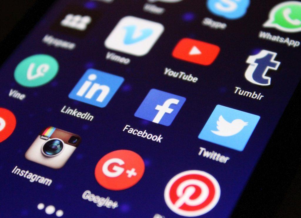socialmedia 1024x742 - 6 Negócios para Ganhar Dinheiro Trabalhando em Casa